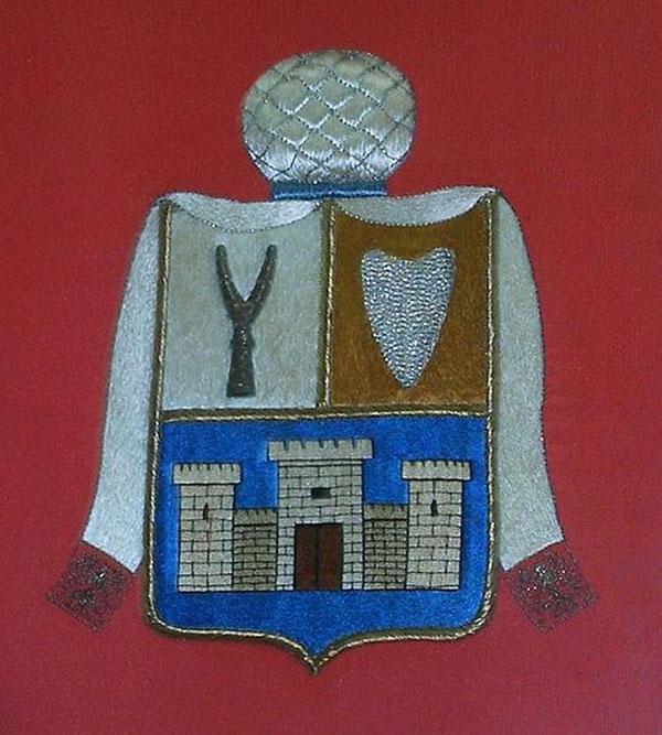 Геральдический символ (герб) караимов сенек (вилы) и калкан (сердце, щит)